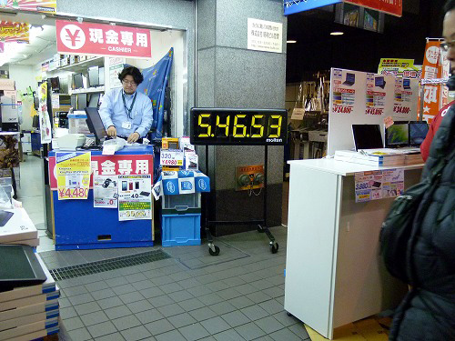 ドスパラ秋葉原本店前での新CPU発売カウントダウン