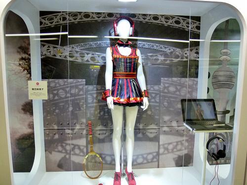 篠田麻里子さんの衣装