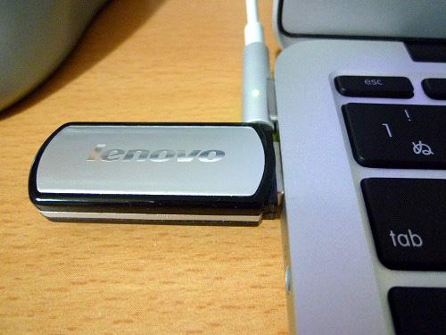 USBメモリの挿入
