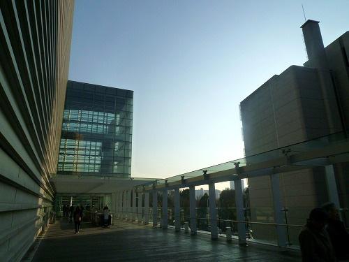 国立新美術館前