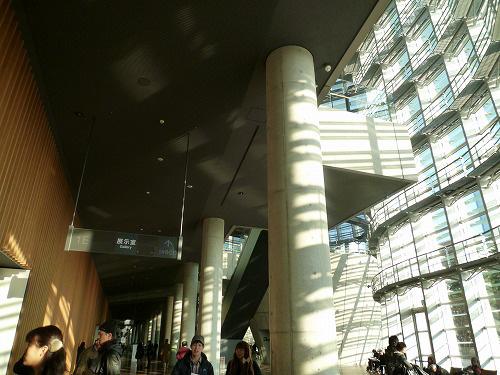 国立新美術館1Fのロビー