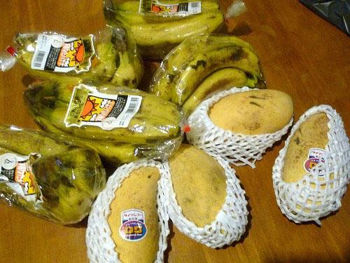 購入した大量のフルーツ