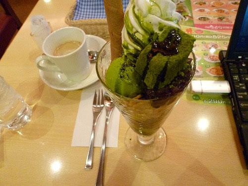 抹茶パフェとコーヒー