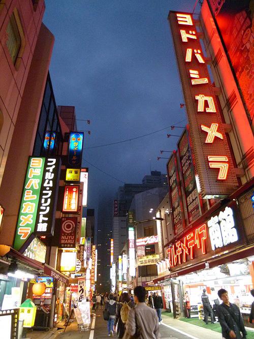 新宿ヨドバシ前
