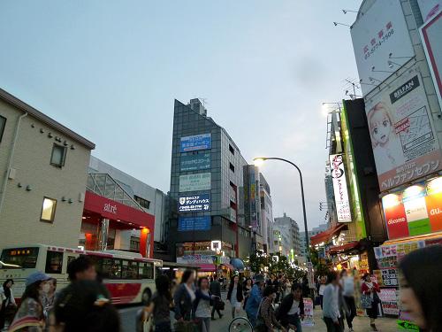 吉祥寺駅近くの商店街