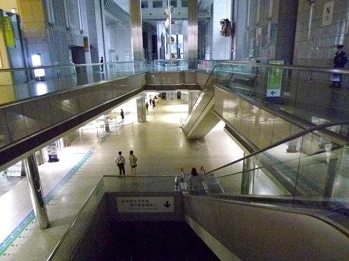 都庁1階、地下
