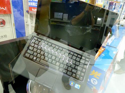 まわるIdeaPad U260 正面