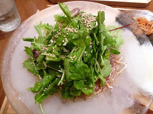 香味野菜の黒酢の冷麺