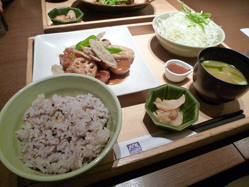 野菜と熟成豚ロースの黒酢炒め定食