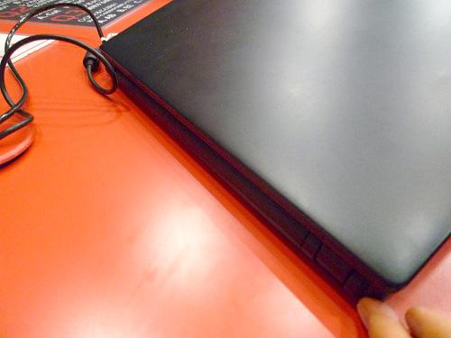 Thinkpad X121e 背面
