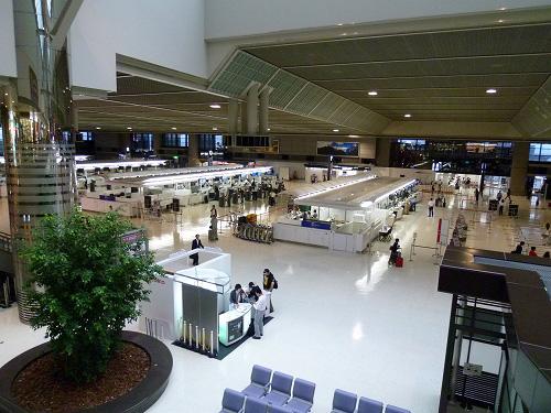 成田空港ロビーの様子