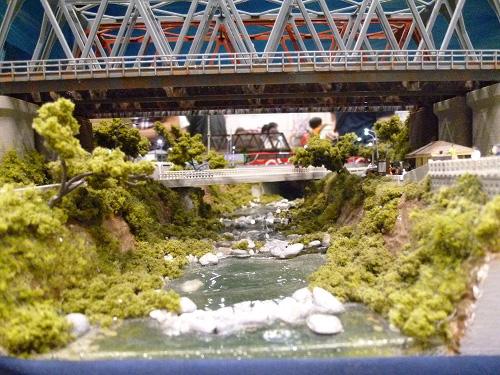 奥行のある川の模型