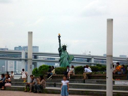駅前の自由の女神