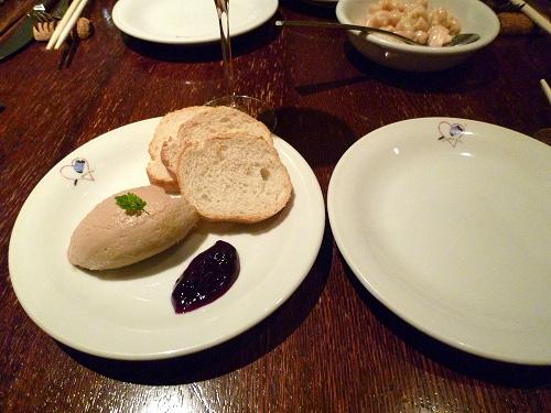 フランスパンとレバーのパテ