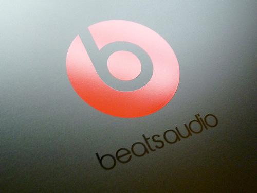天板のBeats Audioのロゴ